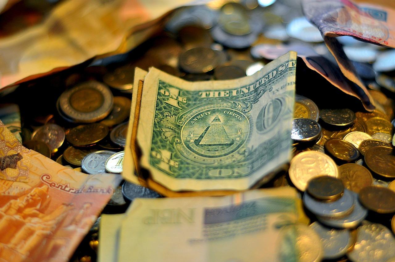 5割以上の人が今の所得で苦しい思いをしている!